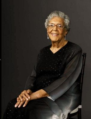 Photograph of African-American sculptor Elizabeth Catlett (1915-2012).