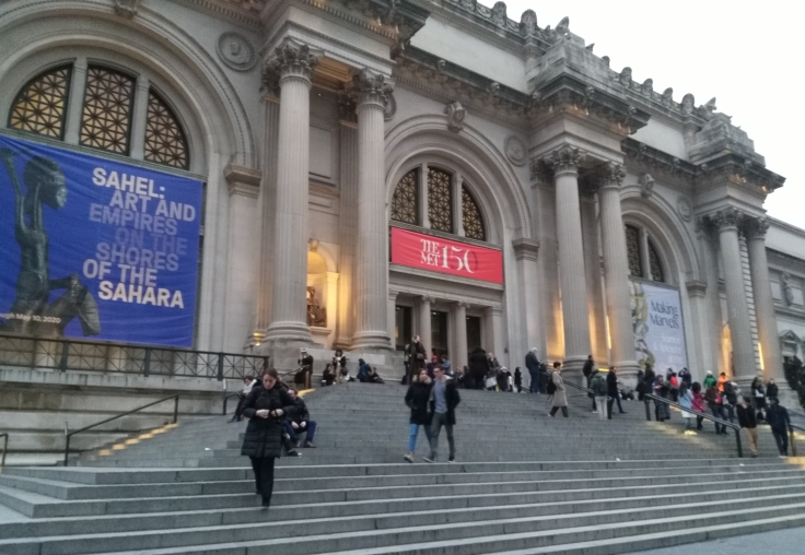 Entrance to the Metropolitan Museum of Art on 5th Avenue, New York.